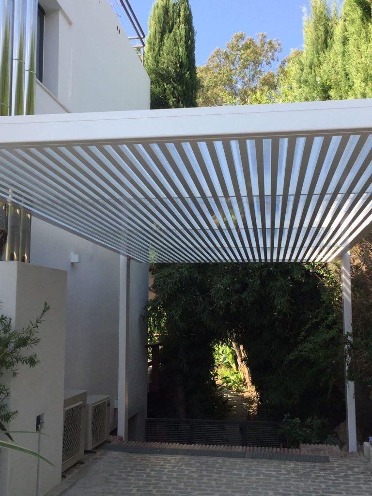 Techo realizado en estructura de hierro y aluminio.