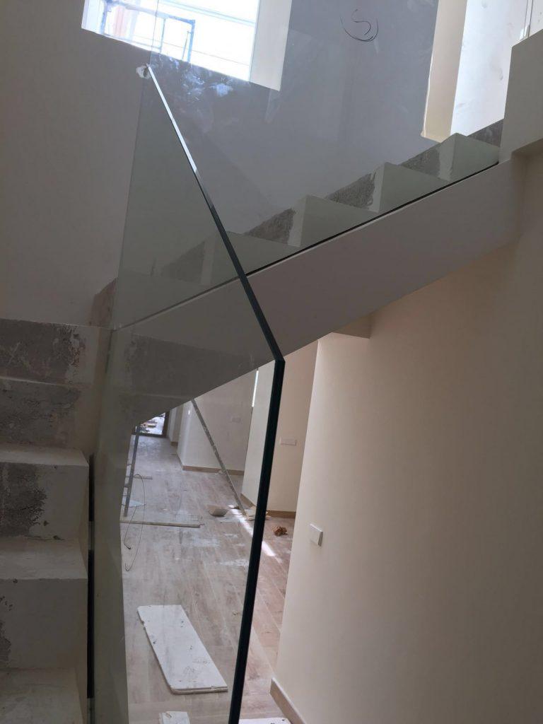 Colocación de Baranda de cristal.