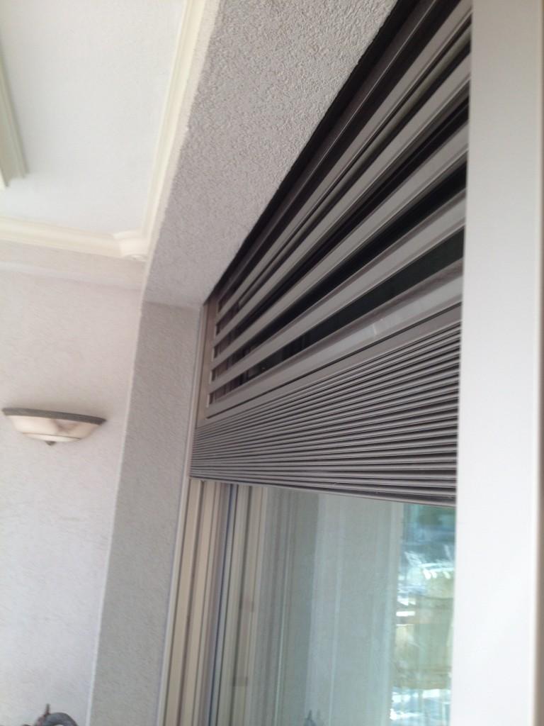 Persianas de aluminio en forma de V invertida