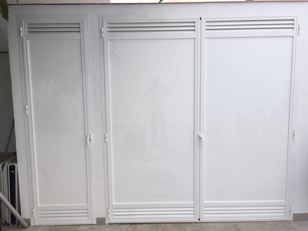 Puertas de Aluminio y lamas fijas.
